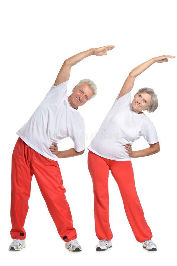 Couples pluss âgé dans un gymnase image stock