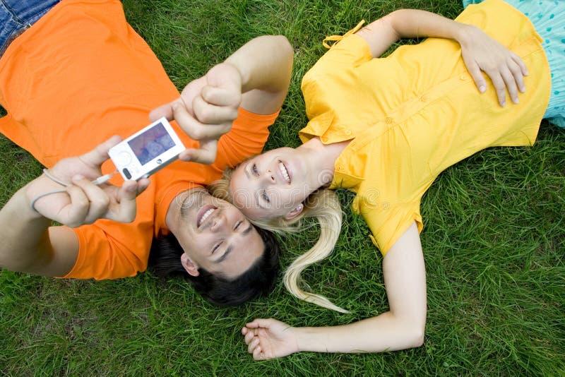 Couples prenant la photo photo libre de droits