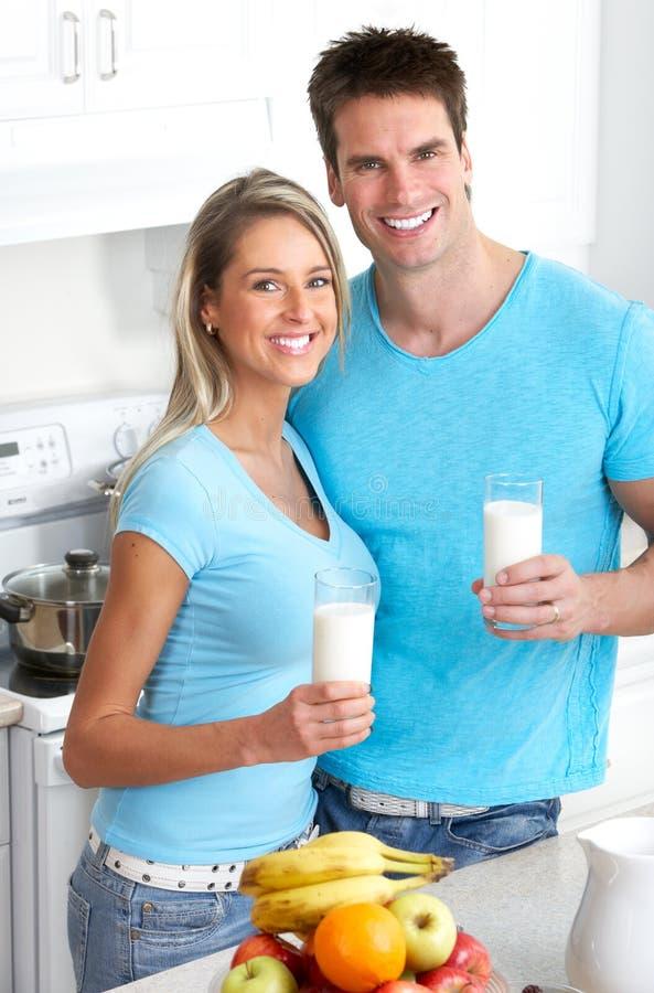 Couples prenant le déjeuner images stock