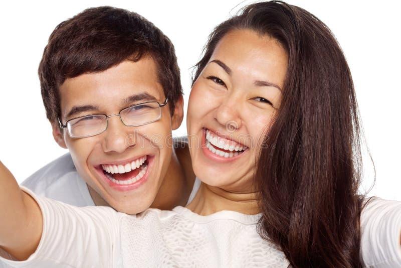Couples prenant le plan rapproché de selfie photo libre de droits