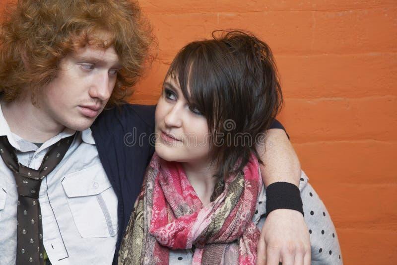 Couples regardant l'un l'autre photographie stock libre de droits