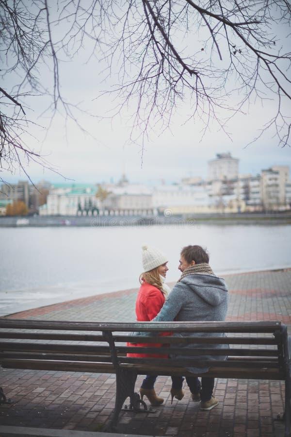 Couples reposants photographie stock libre de droits