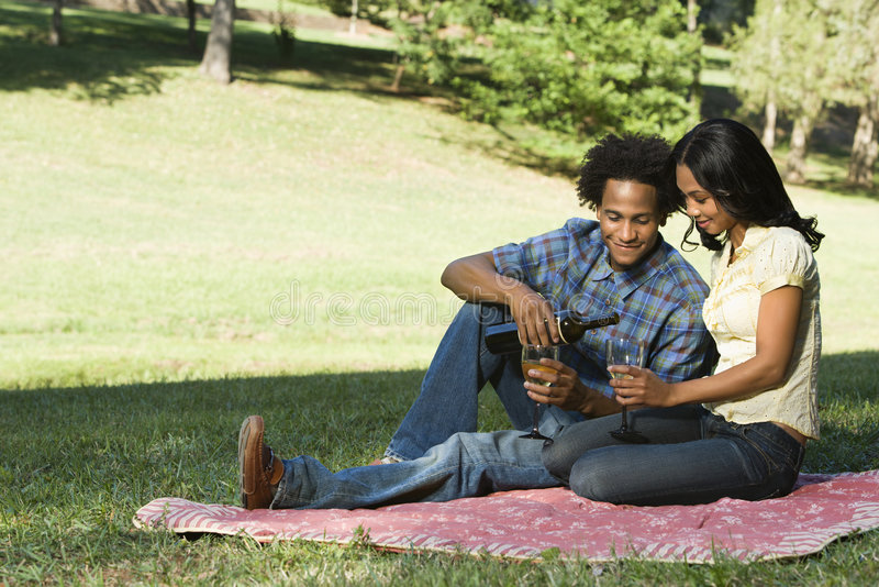 Couples romantiques. images libres de droits