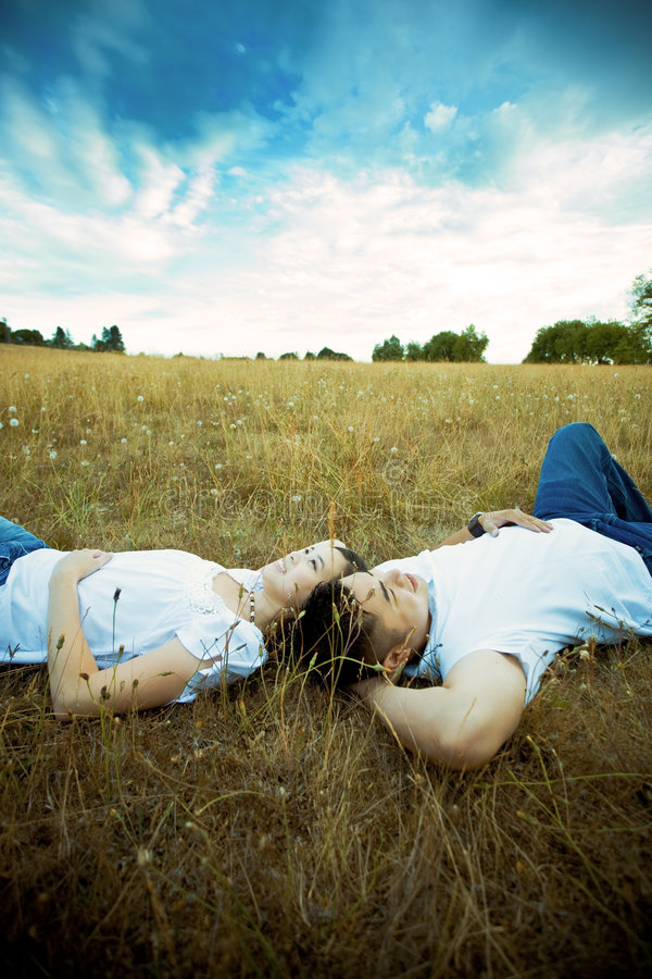 Couples romantiques asiatiques image libre de droits