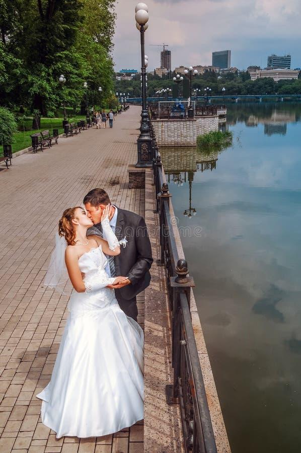 Couples romantiques de mariage image libre de droits