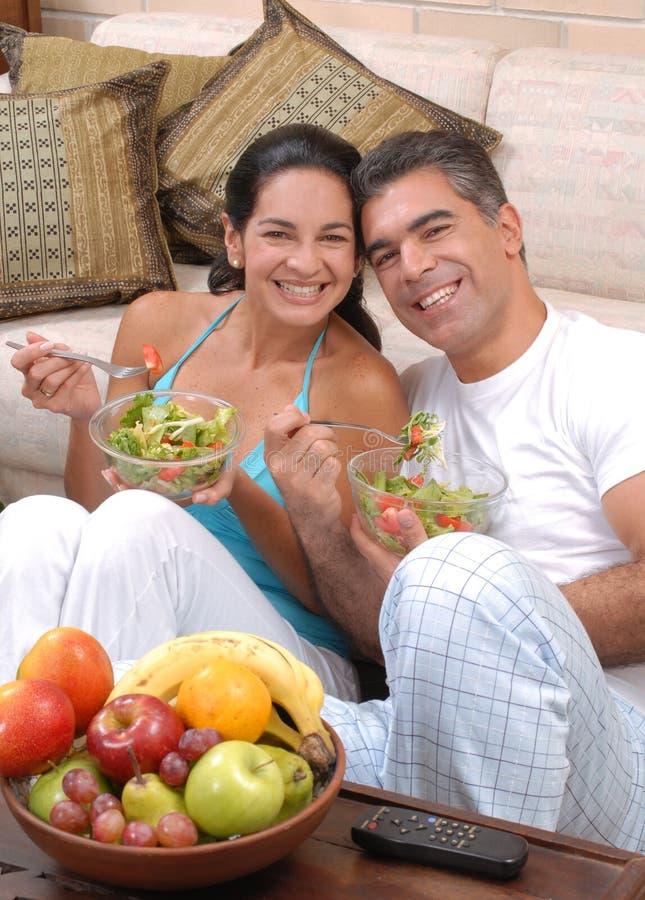 Couples sains de nourriture. image stock