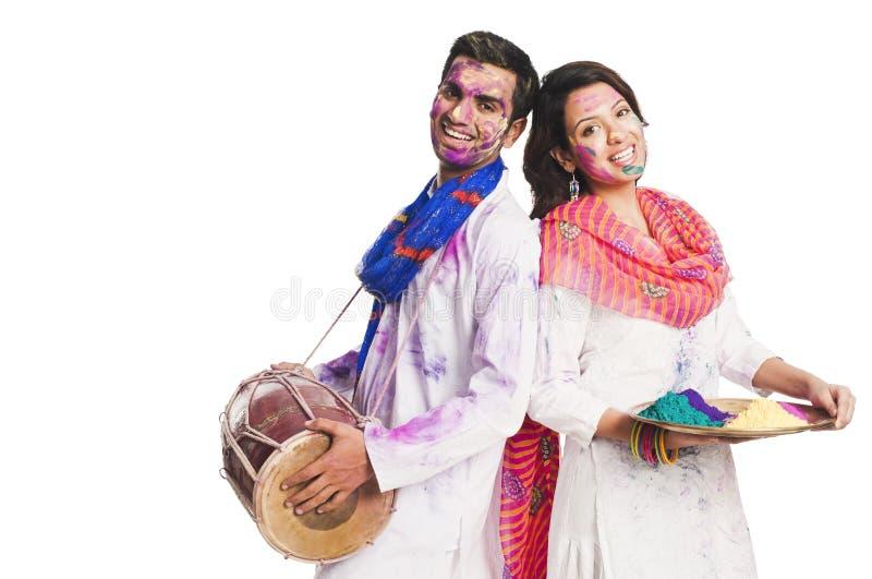 Couples souriant sur Holi image libre de droits