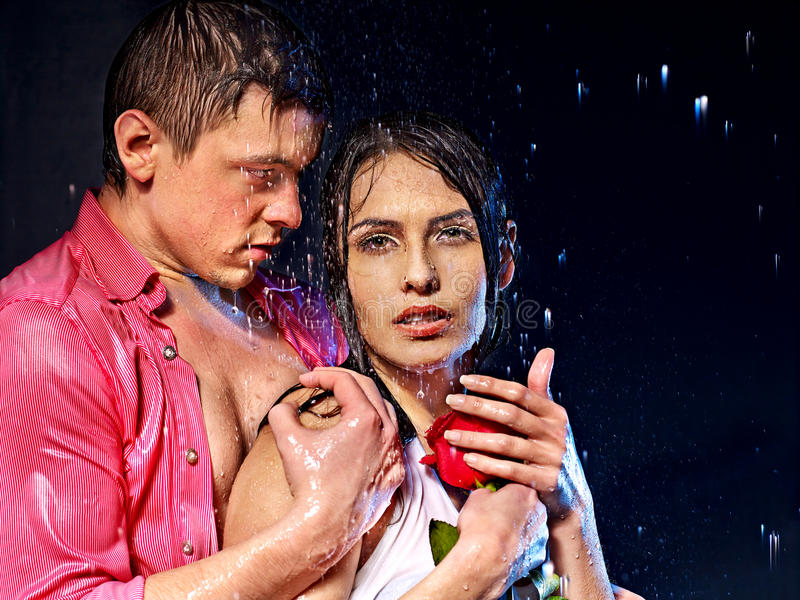 Couples sous la baisse de l'eau photo libre de droits