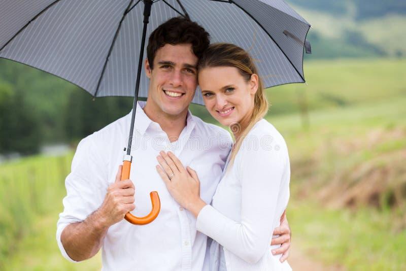 Couples sous le parapluie photos libres de droits