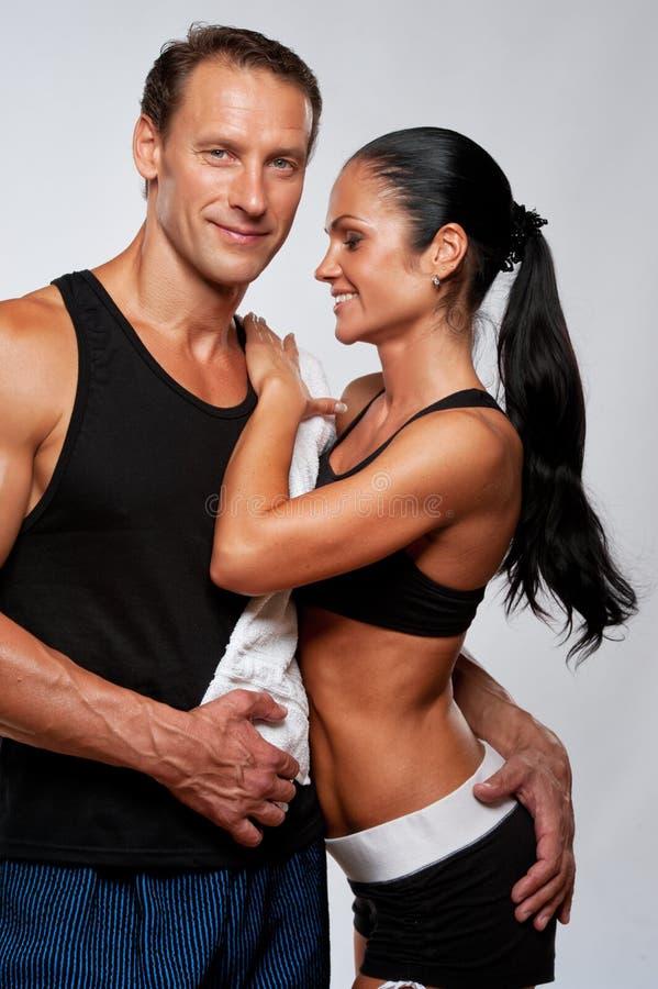 Couples sportifs heureux photographie stock