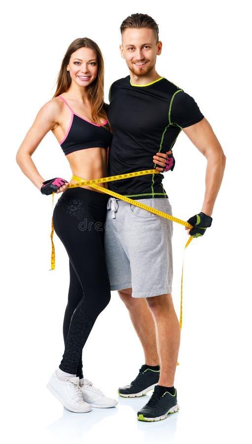 Couples sportifs heureux - homme et femme avec la bande de mesure sur image stock