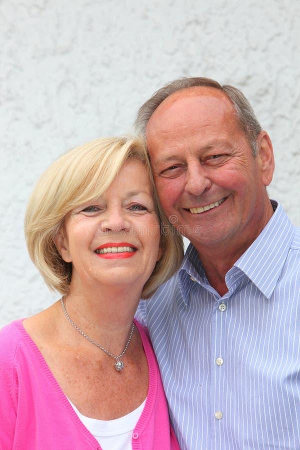 Couples supérieurs amicaux heureux photos libres de droits