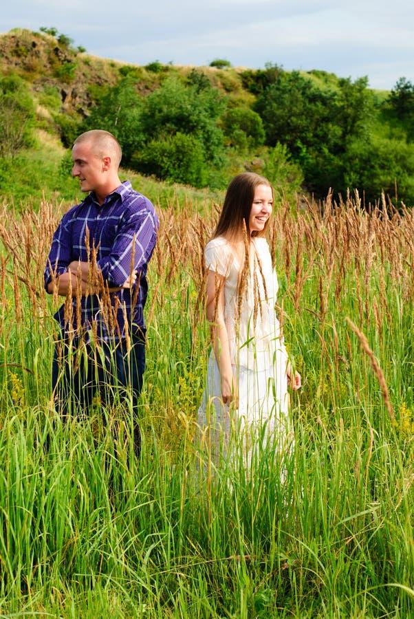Couples sur la nature photo libre de droits