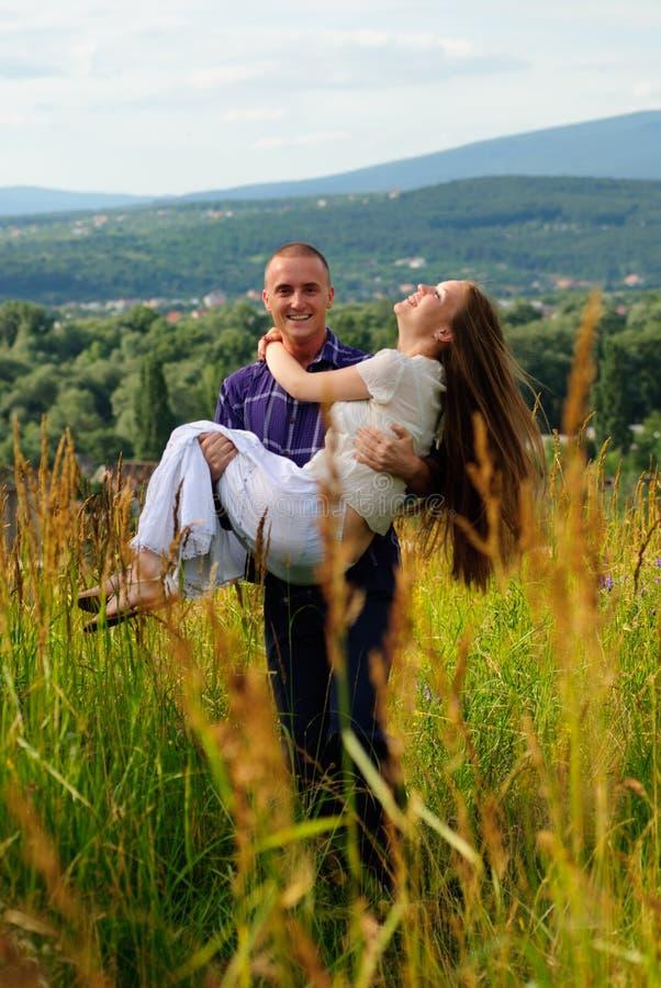 Couples sur la nature photo stock