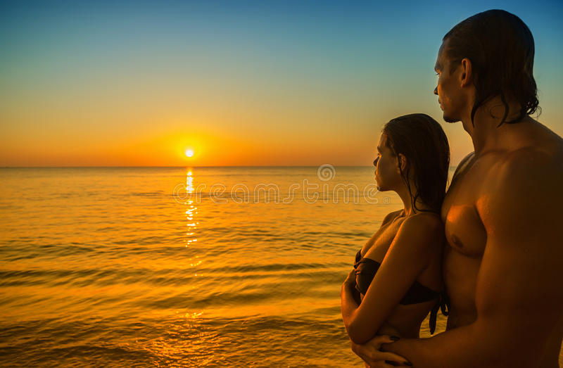 Couples sur la plage photographie stock