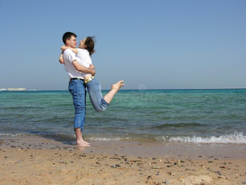 Couples. sur le cou. mer image libre de droits