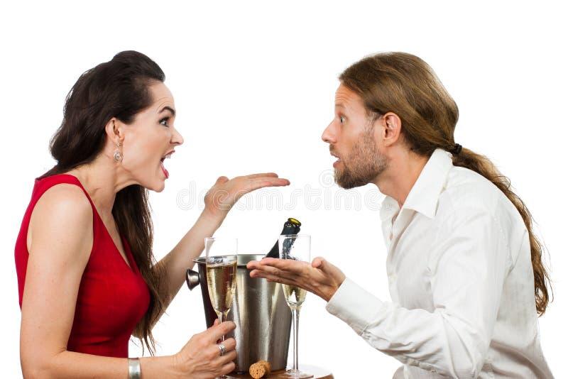 Couples sur une argumentation de datte images libres de droits