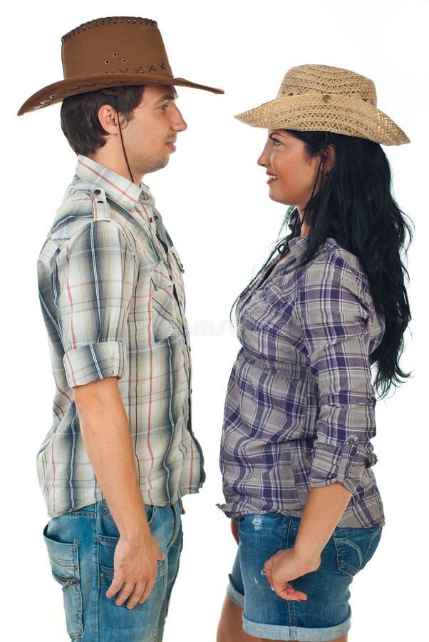 Couples tête à tête dans des chapeaux de cowboy image libre de droits