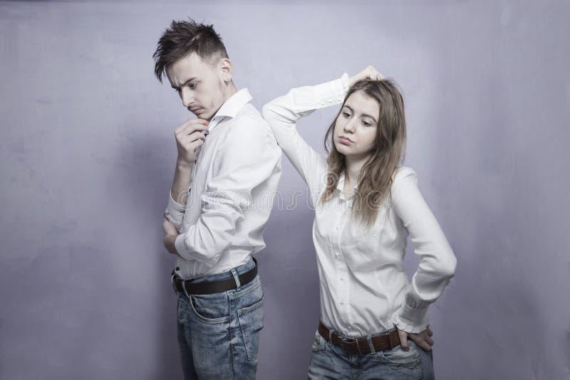 Couples tristes ayant le conflit photo libre de droits