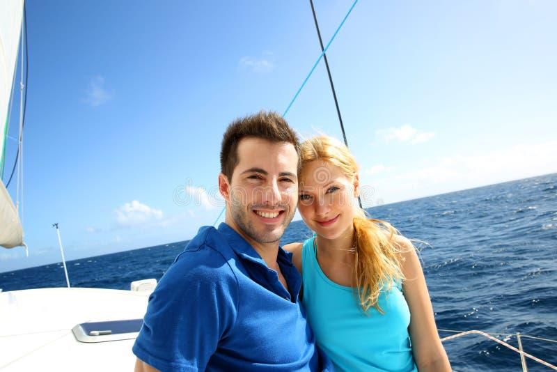 Couples un jour de croisière images stock