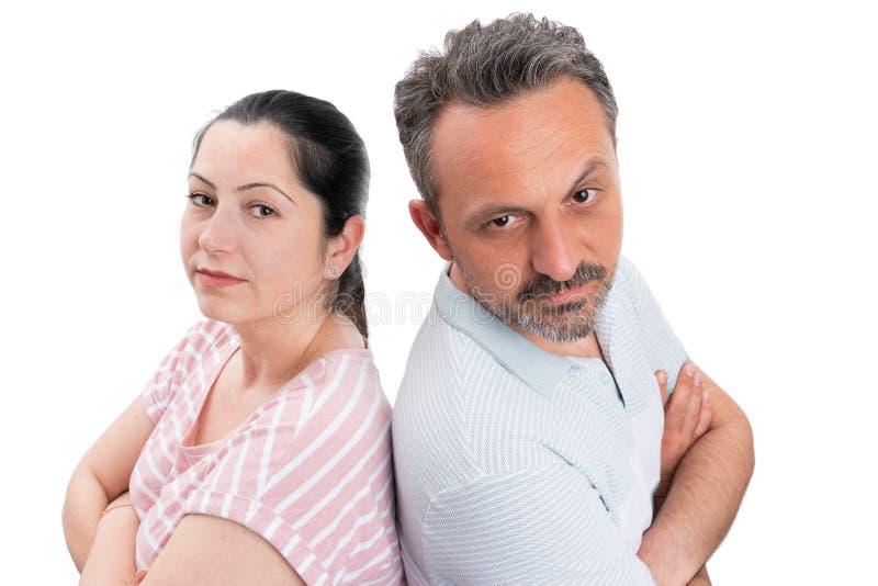 Couplez le portrait avec les bras croisés photographie stock