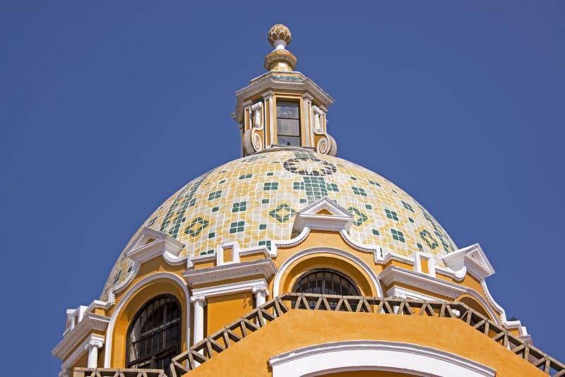 Coupole mexicaine décorative d'église image stock