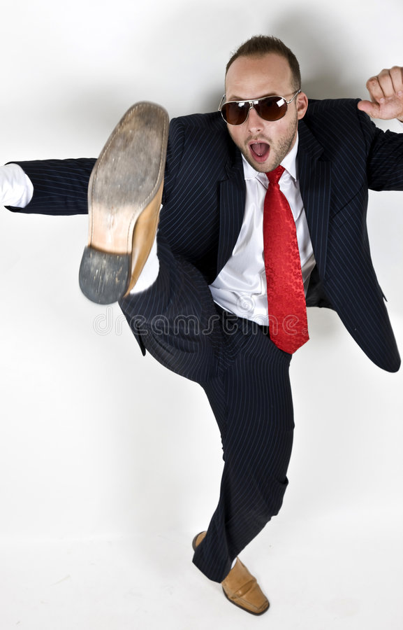 Coups de pied de l'homme photos stock