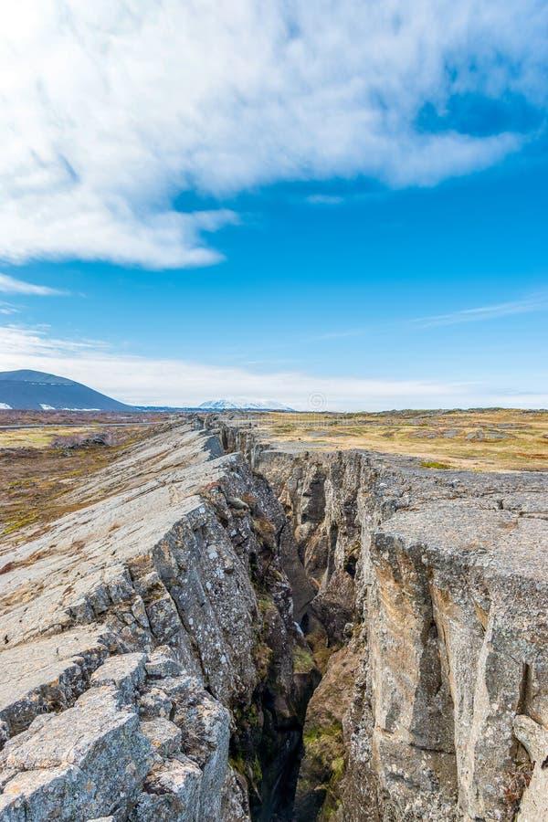 Coupure de la terre chez Grjotagja Près du lac Myvatn photographie stock libre de droits