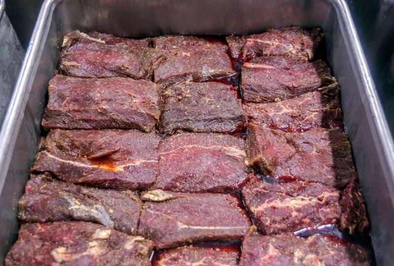 Coupure du boeuf à une usine de viande photographie stock libre de droits