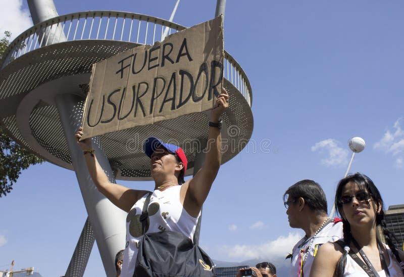 Coupures d'électricité du Venezuela : Les protestations éclatent au Venezuela au-dessus de la panne d'électricité images stock