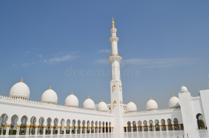 Cour à la mosquée grande photographie stock libre de droits
