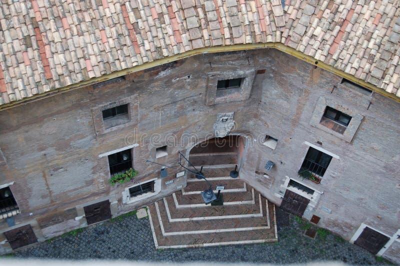 Cour à Rome photographie stock libre de droits