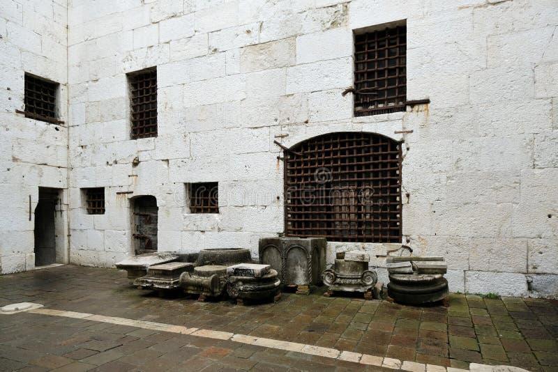 Cour d'une vieille prison italienne dans le palais du doge, Venise photo libre de droits