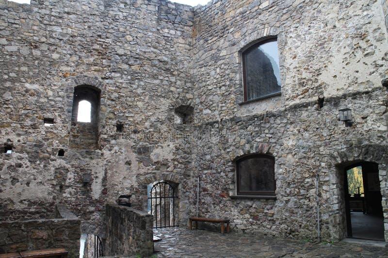 Cour de  de StreÄ aucun château dans la région d'ilina de ½ de Å photos stock