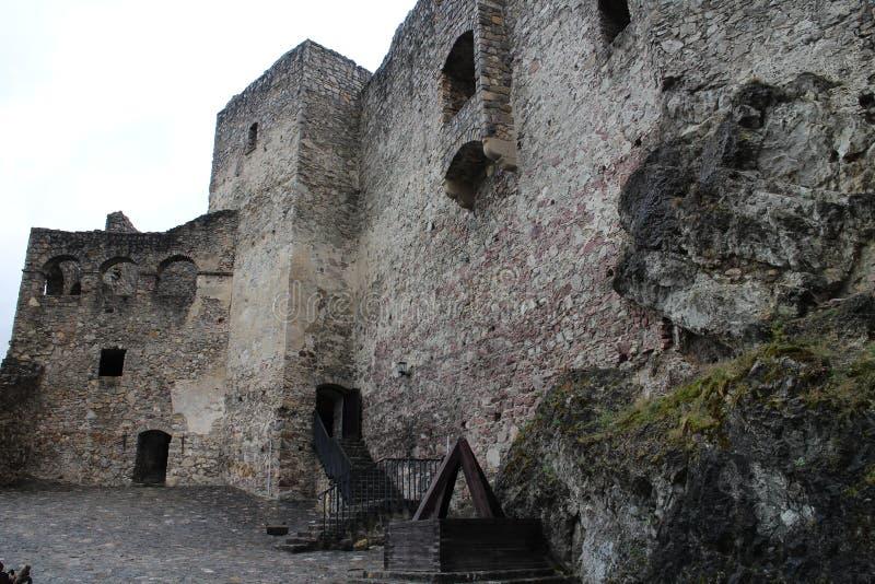 Cour de  de StreÄ aucun château dans la région d'ilina de ½ de Å images stock