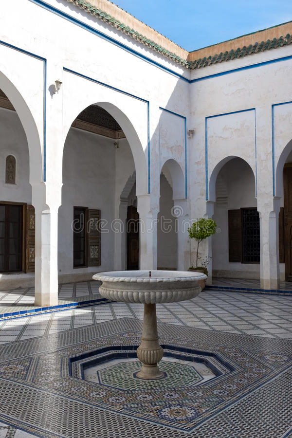 Cour de Bahia Palace, Marrakech, Maroc image stock