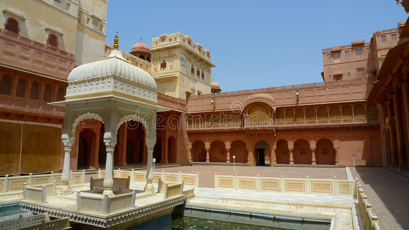 Cour de canalisation de fort de Junagarh image libre de droits