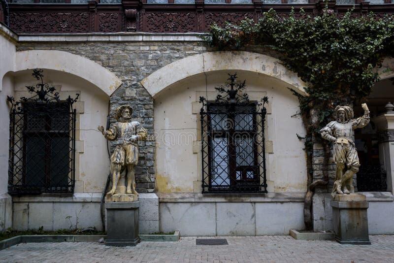 Cour de château de Peles photos stock
