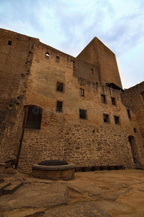Cour de château Ruines antiques de château de Landstejn C'est le château roman préservé le plus ancien et meilleur en Europe photographie stock