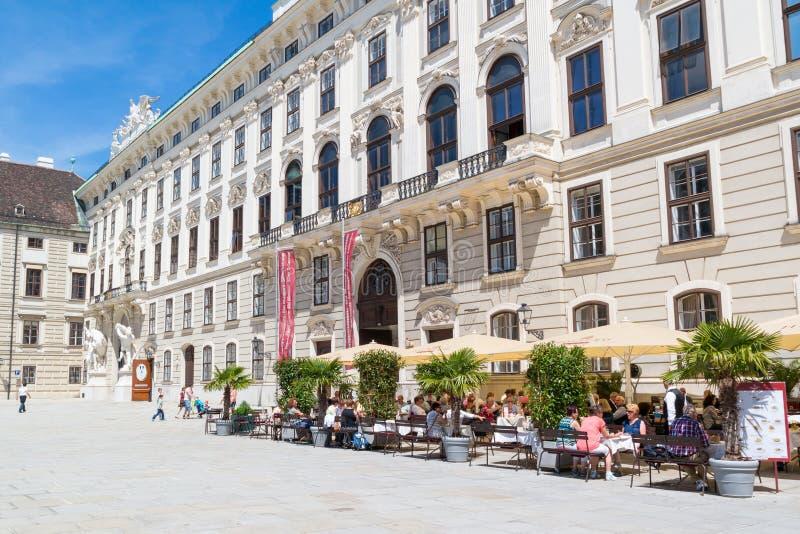 Cour de Hofburg avec le café et le musée de Sisi, Vienne, Autriche images libres de droits