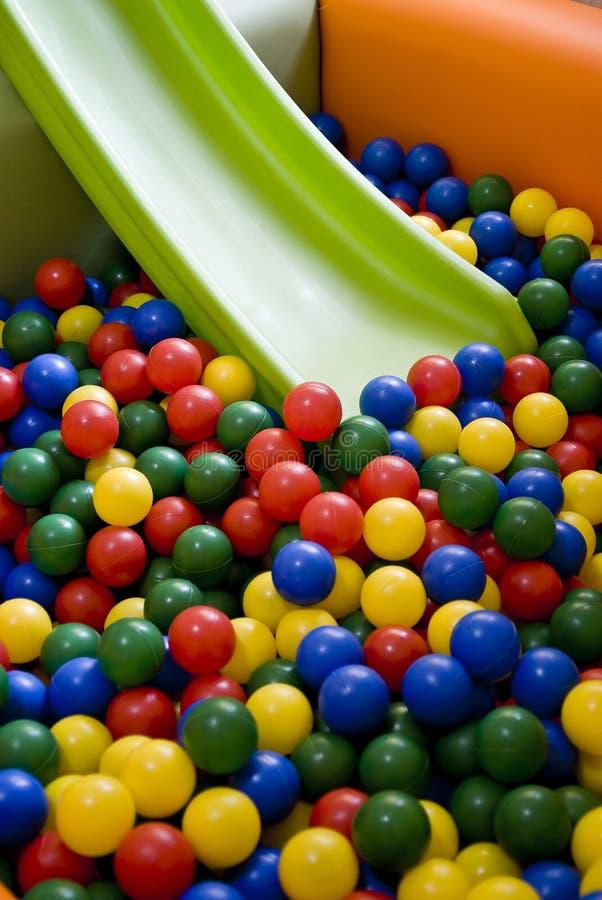 Cour de jeu colorée photographie stock