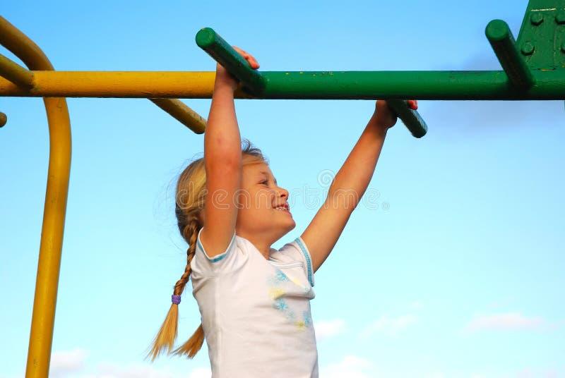 cour de jeu heureuse d'enfant photographie stock