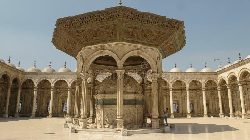 Cour de la mosquée d'albâtre au Caire, Egypte photographie stock