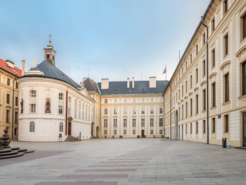 Cour de nouveau Royal Palace, château de Prague photographie stock