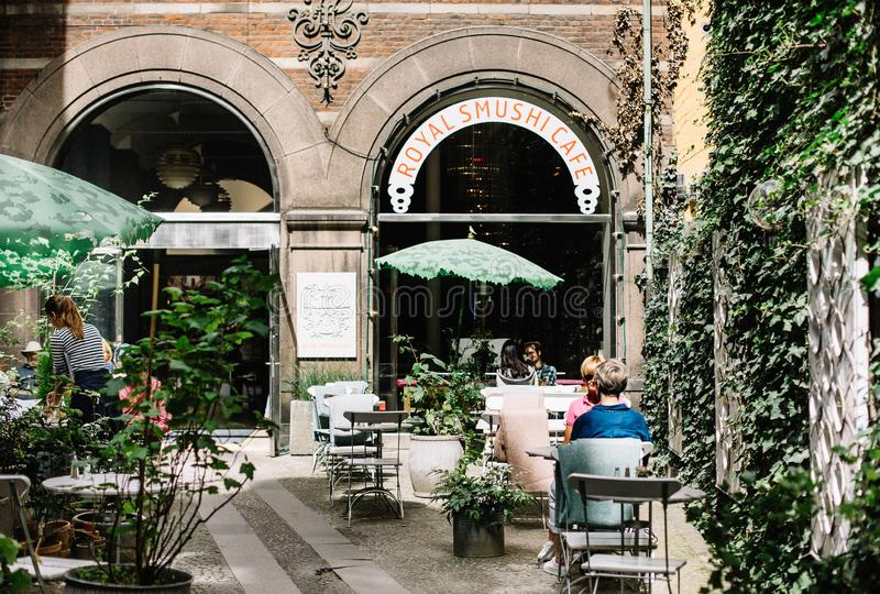 Cour de restaurant à Copenhague, Danemark photos stock