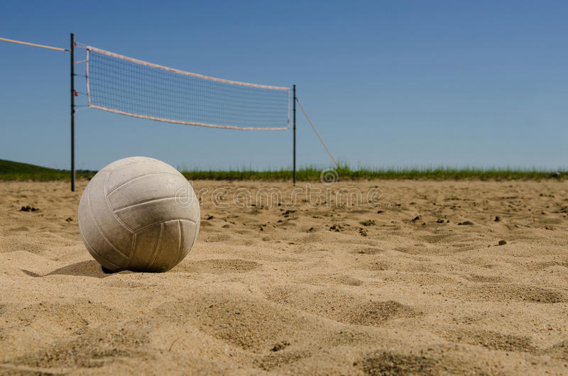 Cour de volleyball de plage photographie stock