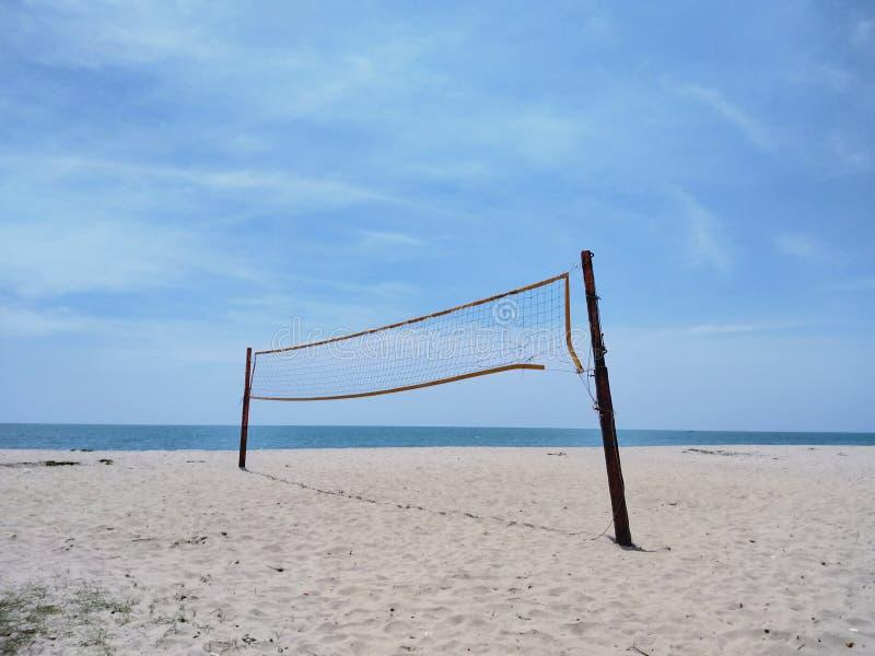 Cour de volleyball de plage images stock