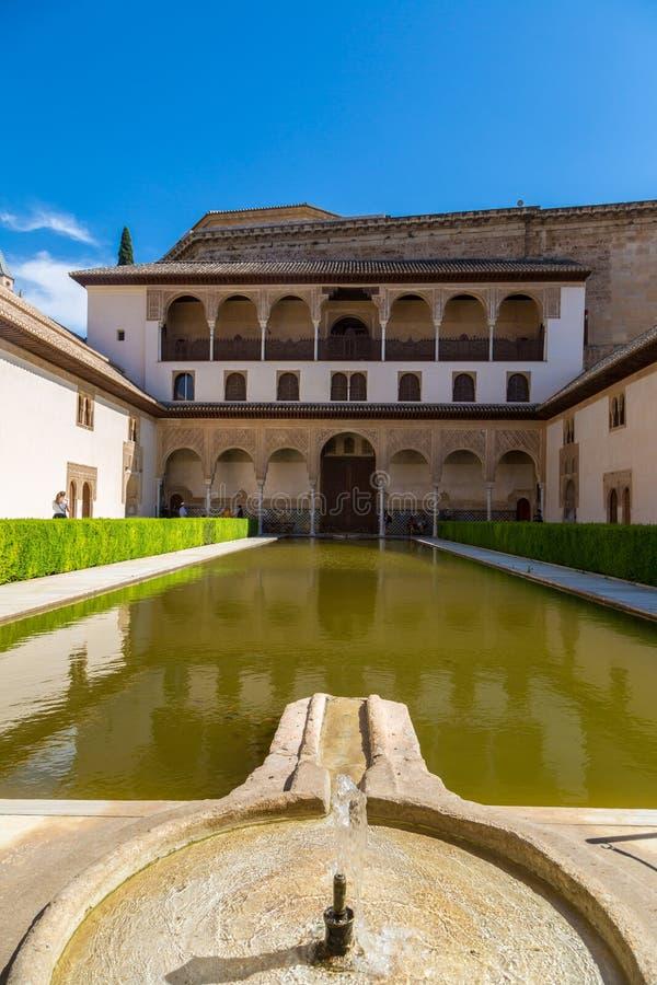 Cour des myrtes Alhambra à Grenade image libre de droits