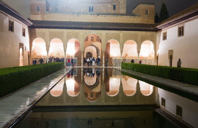Cour des myrtes dans la nuit, Alhambra photo libre de droits