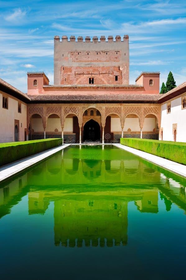 Cour des myrtes dans le palais de Nasrid à Alhambra, Grenade, Espagne photos stock